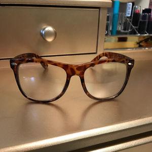Tortoise shell fashion glasses